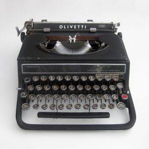 Máquina de escribir Olivetti Studio 42, diseñada por el alumno de la Bauhaus Alexander Schawinsky en 1936.