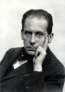 Walter Gropius (1919).