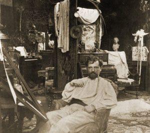 Alfons Mucha en su estudio.
