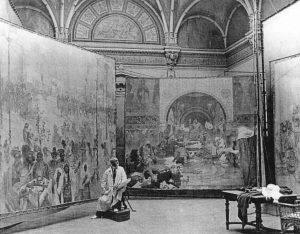 Alfons Mucha trabajando en La épica eslava en 1920.