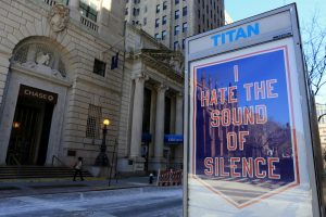 "La obra ""I Hate The Sound Of Silence"" de Cheryl Pope para la campaña ""Art In Ad Places""."