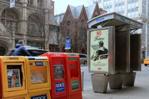 "La obra ""No Future"" de Shepard Fairey para la campaña de ""Art In Ad Places""."